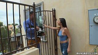 Repair pauper gets his dick pleasured by putrefied housewife Nina North