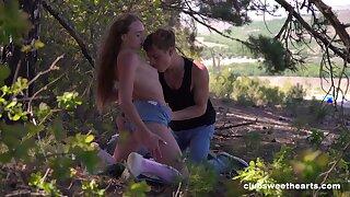 Alfresco romance grants teen slut the best pleasure
